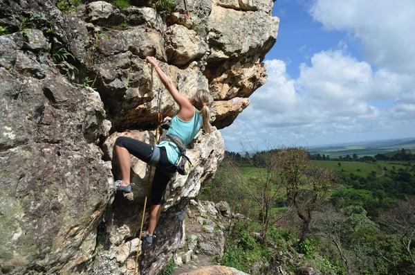 climbing-2240157_1920.jpg