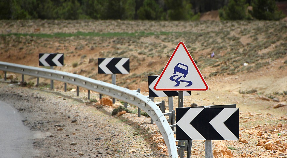 traffic-sign-slippery